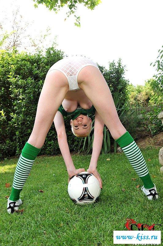 Смотреть футболистка онлайн