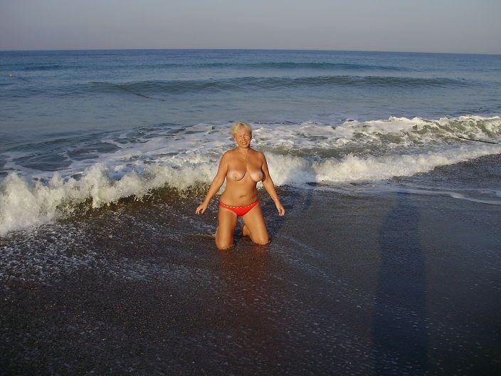 Смотреть светлая порноактриса обнажает свои онлайн